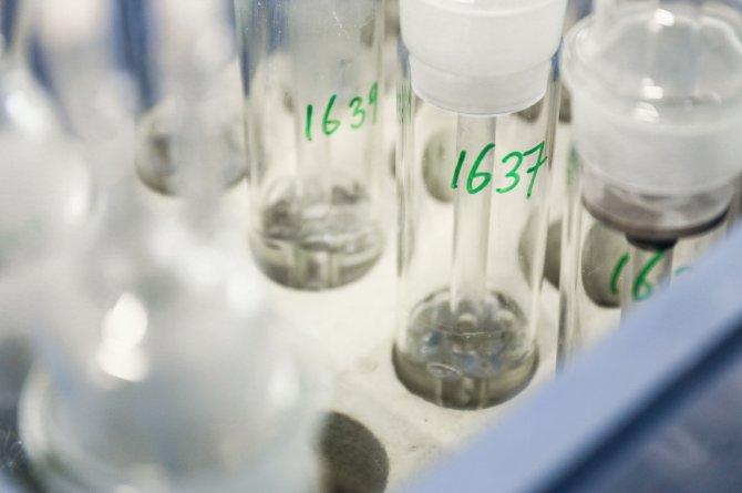 De flesjes waarmee ammoniak gemeten wordt