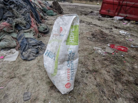 13. Found after some searching in the big hump of debris were the bags from which the plastic pellets originated: High-Density-PolyEthylene (HDPE) pellets in bags of 25kg. NB produced in Korea! The things we needlessly transport over the world oceans!