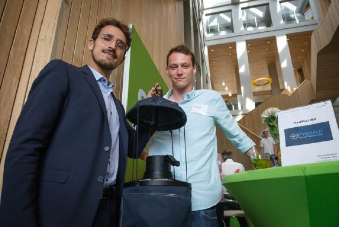Researcher Florian Muijres and entrepreneur Henry Fairbairn with the MTego mosquito trap
