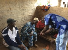 AfricaRISING technician Diakaridia Goita demonstrates the GPS herd tracking system to three farmers in Dieba.