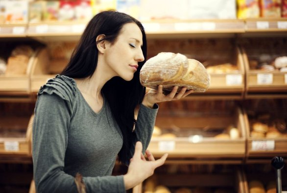 MRI brain scan reveals unexpected choice after smelling freshly baked bread