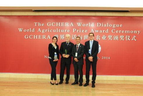 Wageningen alumnus Paul Vlek receives GCHERA World Agriculture Prize