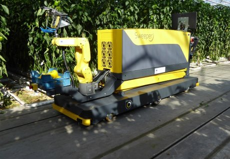 SWEEPER demonstrated its harvesting robot for the first time