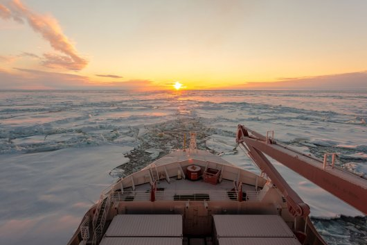 Research vessel Polarstern in the Arctic sea ice (Photo: Stefan Hendricks)