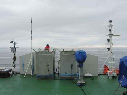 Birds and mammals are counted from the peil deck of the ship. Two observation boxes protect the observers from the potential harsh weather (Photo André Meijboom).