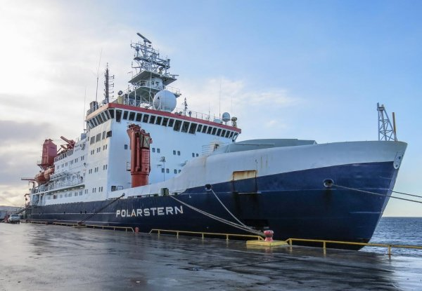 Polarstern idle in Punta Arenas, waiting for better weather to prepare for the next trip.