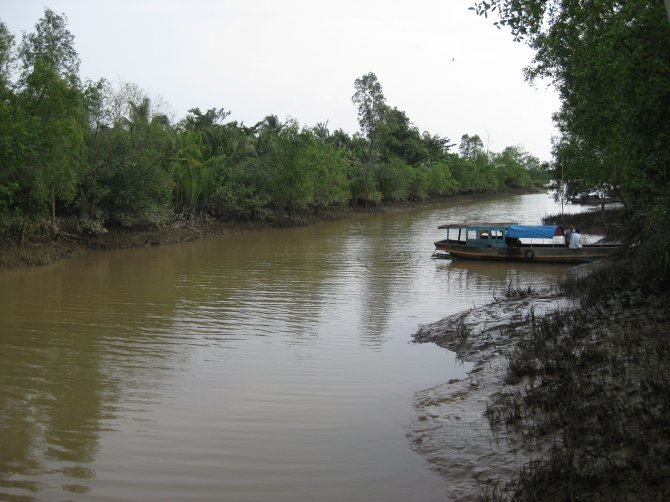 Wageningen University & Research and Van Lang University study wastewater reuse, by industry and agriculture, sustaining economic growth in the Mekong delta suffering from climate change and sea water intrusion. Photo: Le Minh Truong