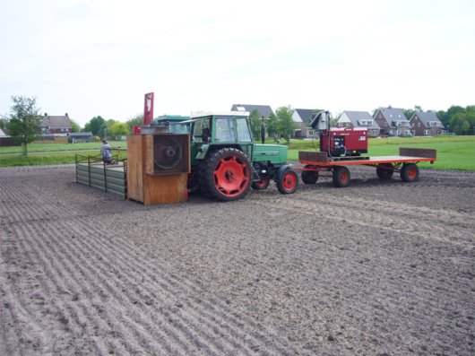 Mobile wind tunnel on PPO's experimental farm 't Kompas in Valthermond