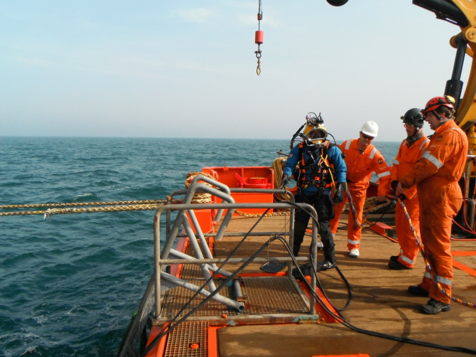 IMARES diver supported by a commercial dive crew (photo by ENGIE)