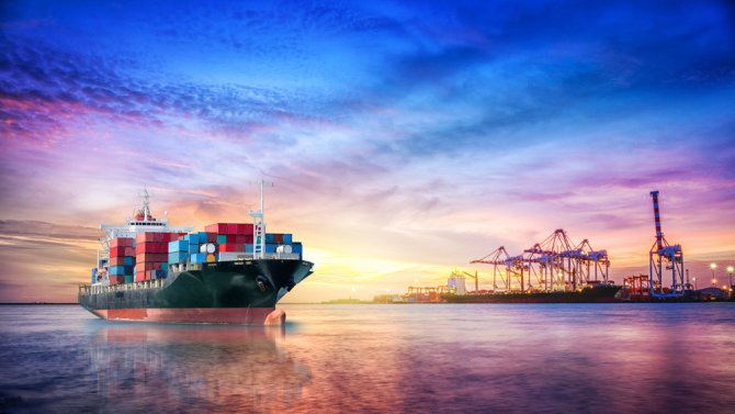 Maritime shipping transports 90% of all global trade. Wageningen University & Research studies how different policy instruments, e.g. law and environmental indexes, drive corporate social responsibility within this industry. Photo: Shutterstock