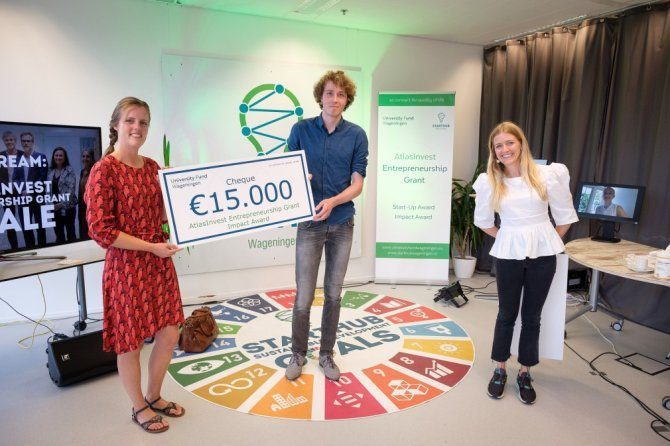Mylium - Winner of the Impact Award, with Iris Houthoff and Hugo Hoenink, Heleen van Poecke on the right