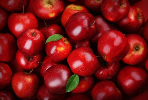 Investigating the fruit texture genetic control in apple and its interplay with the production of volatile compounds using multi-family based analysis and genome wide association mapping