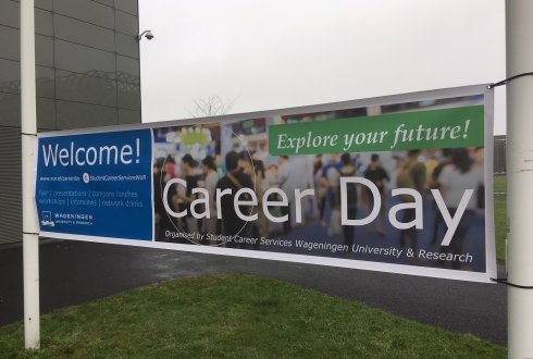 Students and graduates meet employers at Career Day