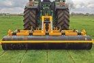 Factsheets over het woelen van grasland tegen bodemverdichting en over doorzaaien voor levensduurverlenging