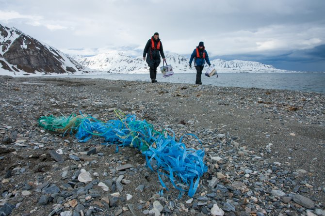 Scientists from Wageningen University & Research trace sources of marine plastic litter in the Arctic and support stakeholders in developing action plans to prevent marine plastic pollution. Photo: Wouter Jan Strietman