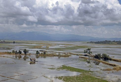 Climate change, uncertainty and investment in flood risk reduction