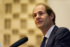 Cass Sunstein presenting; click on the photograph for slide download
