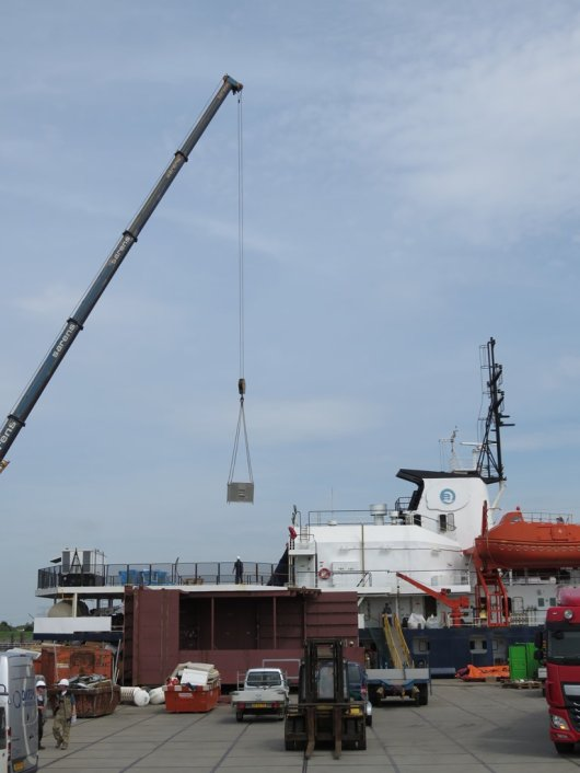 The bird-observation-box is hoisted on board of the expedition vessel.