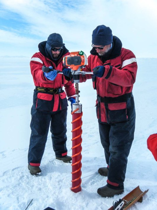 Bram and André drill an ice core.