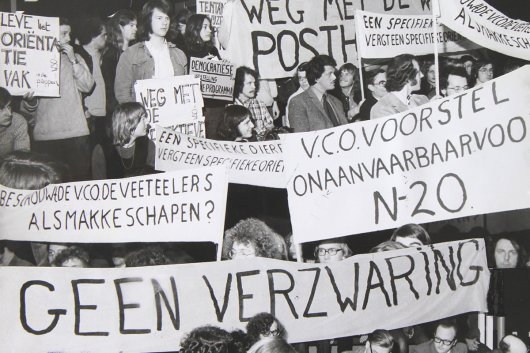 Students protest against reprogramming 1st year of Bachelor degree 01/28/1975