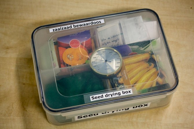 Wageningen UR developed a seed storage box for small farmers to keep their opened seed packets dry.