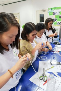 Theory combined with hands-on training. Participants build a home-made priming device during a Wageningen University & Research organised course on seed technology provided in the Philippines.