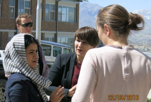 Ploumen visits Wageningen teacher training programme in Kabul