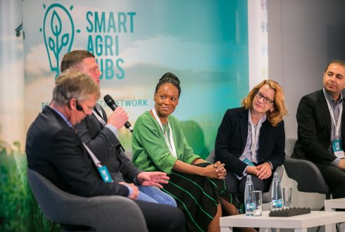 Impressive kick-off event SmartAgriHubs in Prague