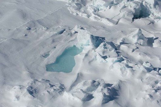 Photo 8: Melt ponds on the sea ice can have a stunning blue colour (© Hauke Flores).