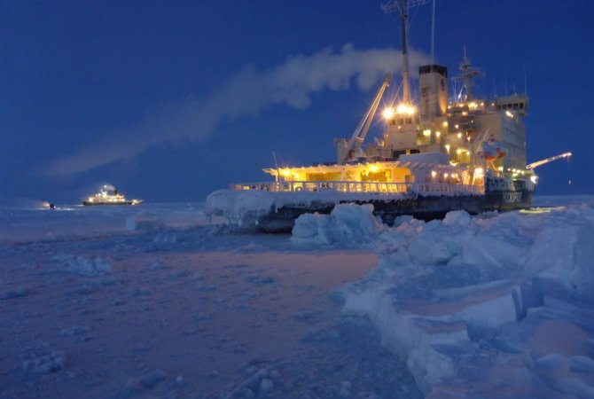 The Russian icebreaker Kaptain Dranitsyn took the people for the third leg of the MOSAiC expedition to Polarstern, which was already floating in the Arctic Ocean since September (photo: Eric Brossier).