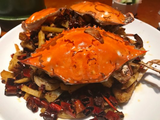 Wageningen University & Research studies the risks to health and environmental posed by contaminants in Chinese marine sediments that accumulate in marine animals, including this popular edible portunid crab. Photo: Park Bao